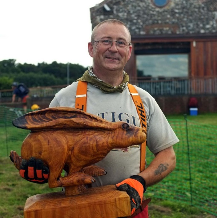 Chainsaw Carving Galleries | Shaun Gilbert chainsaw artist with a sculted running hare