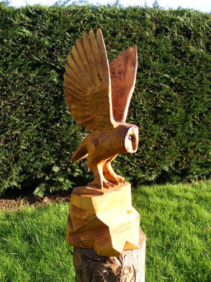 Chainsaw Artist Gallery | Sculpture of a Barn Owl in flight front side view